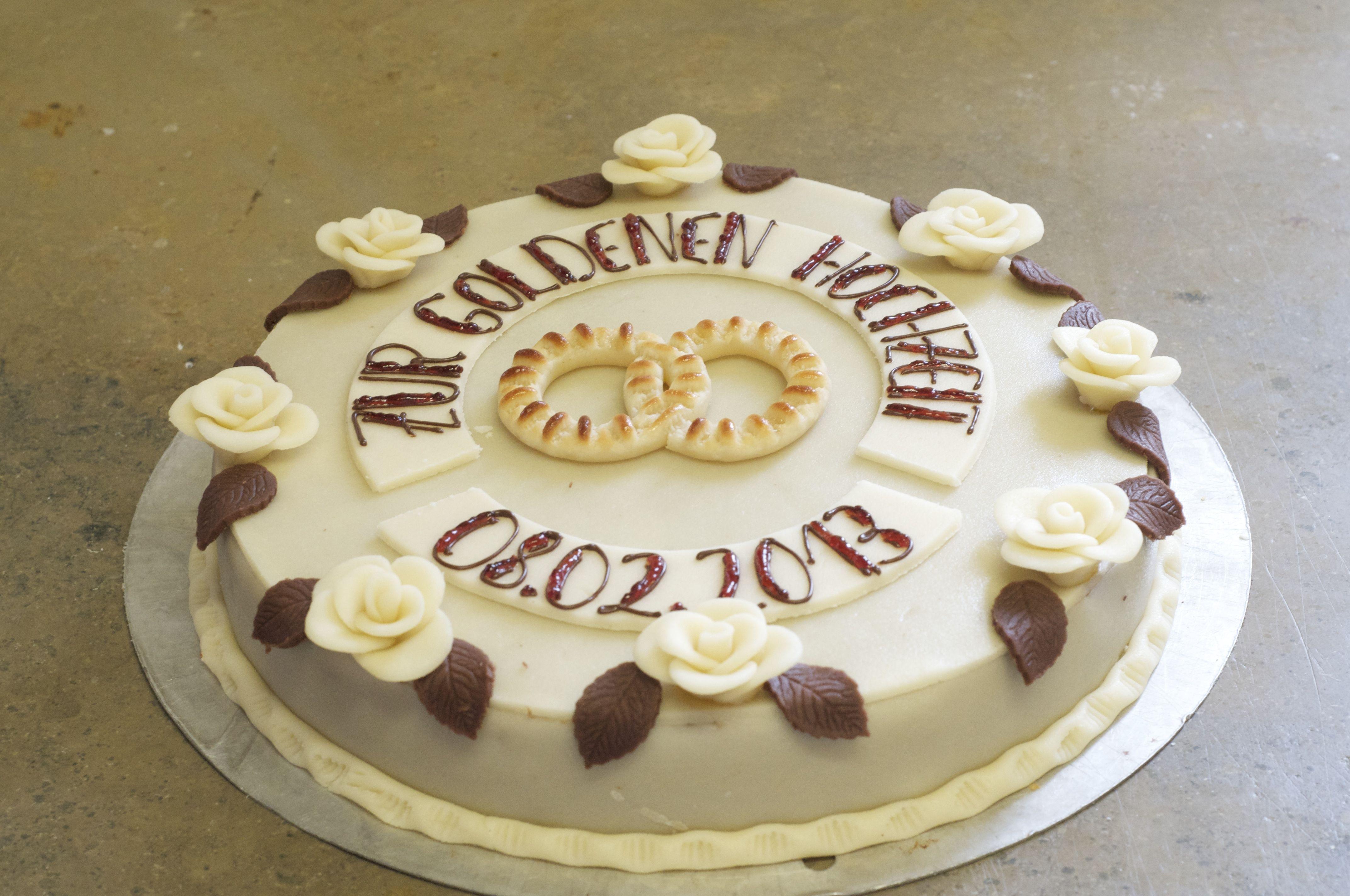 Torte zur Goldenen Hochzeit mit Marzipanrosen  Konditorei Hollhorst
