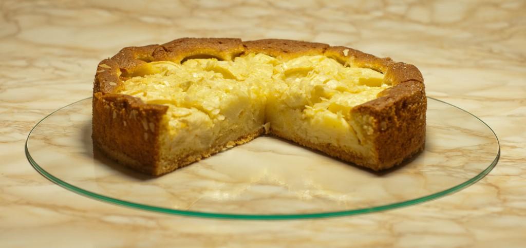Butter-Mürbeteigboden, Mandelsandmasse und gelbe Edeläpfel