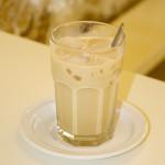 Genau die richtige,kühle Erfrischung an heißen Tagen: Double-Shot Cold-Brew, eisgekühlte Milch und ein paar Eiswürfel